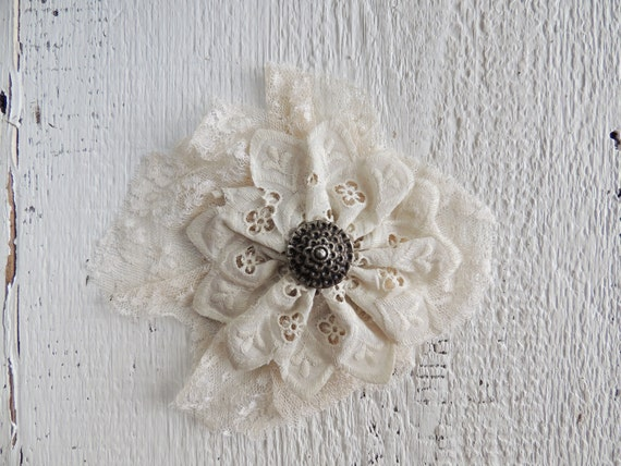 Lace Facsinator / Victorian Hair Piece / Vintage Lace Hair Accessory / Wedding Accessory / Shabby Chic Accessory / Rustic Wedding