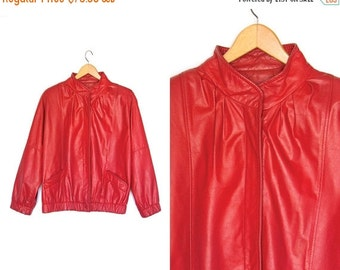 ON SALE Vintage red leather coat. 80s Leather coat. Leather jacket. Shoulder pads. Womens coat.