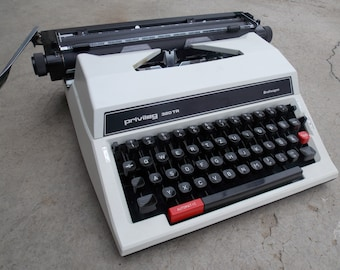 Working typewriter Privileg 320TR / with case / vintage manual typewriter / White typewriter / Gift Idea / Home Decor / Made in Japan