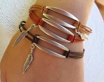 Bracelet cord rectangle leather and feathers