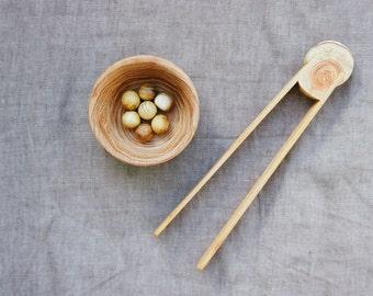 Montessori toddlers wooden tweezers - Montessori materials - Toddler toy wooden tweezers - Montessori practical life - Wooden Tongs