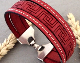 Kit tutorial serious red leather strap and stitching silver plated clasp