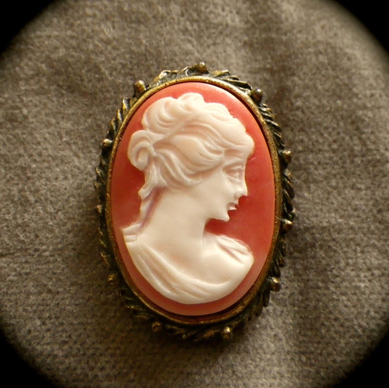 Custom Cameo Resin Pins Diy: Vintage Resin Cameo Brooch Pin