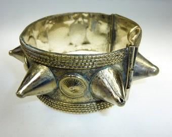 Bracelet tribal spike, vintage Kuchi bracelet, brassard Spike avec charnière