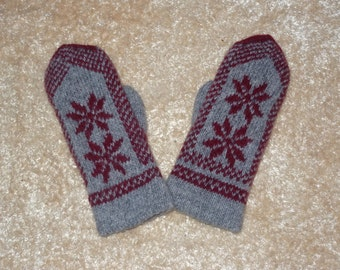 SALE Hand knitted wool double mittens Very warm mittens. Excellent for gift. winter mittens. Latvian nord traditional mittens. Gray and red.