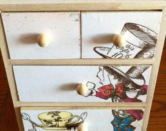 Mad Hatter mini chest