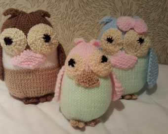 Knitted owl family