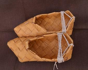 Medieval shoes Lapti (female)