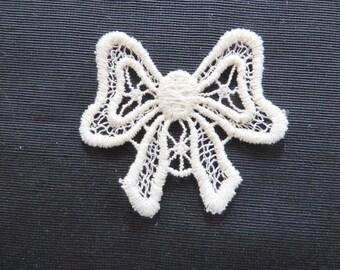 Bow applique, Ivory Venise Lace 6043