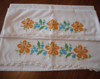 Pretty Vintage Pillowcases - Daisies