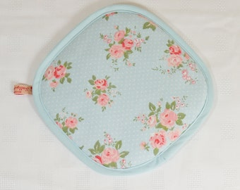 Pot holder with hanging loop in blue with pink flower design