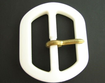 Medium large white plastic buckle, almost oval belt buckle with prong, for 40 mm belts, unused!!