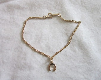 Vintage Designer Avon Gold Plated Lucky Horseshoe Chain Bracelet - Super Cute!