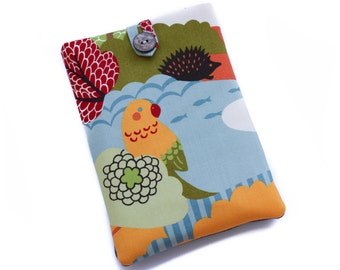SALE Reduced by 50% - Kindle Paperwhite Case, Parrot Ereader Cover, Paperwhite Pouch, Kindle Paperwhite Sleeve, Parrot Hedgehog