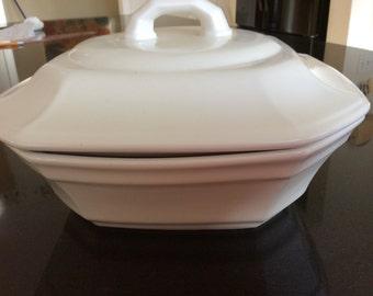 White ceramic casserole dish with lid. White ceramic casserole by Pfaltzgraf providence. White ceramic casserole dish. White ceramic tureen.