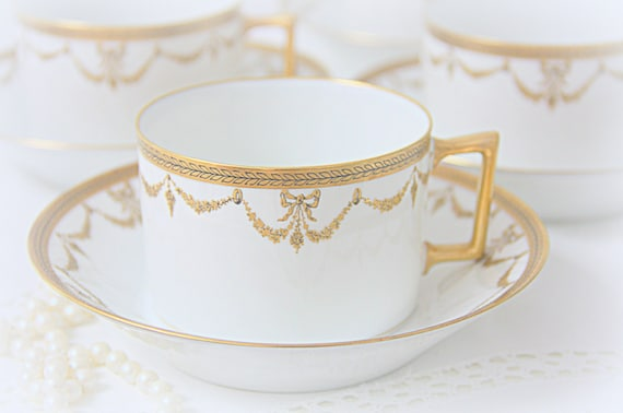 Set of Four Beautiful Antique Limoges French Porcelain Cup and Saucers with Gilded Guirlandes and Bows Decor, France