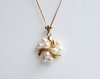 """Vergoldete Kette mit einem Perlen Pendant """"Blume"""""""