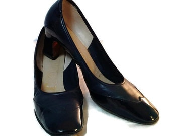 """Vintage Amalfli Patent Leather Navy Wingtip Pump with a 2"""" Chunky Heel, 8 1/2 N, Shoes, Women's Shoes, Pumps, Italian Leather, High Fashion"""
