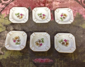 Vintage 6 small stacking party ashtrays