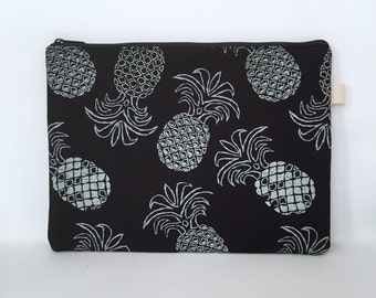 13 Inch Laptop Sleeve, Laptop Sleeve 13, 13 Inch MacBook Pro, MacBook Pro Cover, MacBook Pro Sleeve, Laptop case - Black & White Pineapple