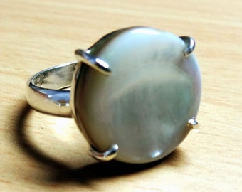A Beautiful Mother Of Pearl Round Shape 925 Sterling Silver Handmade Ring
