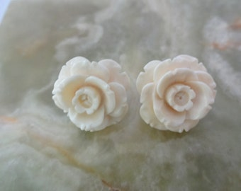 Vintage Carved Lucite/Resin Rose Clip on Earrings, Cream