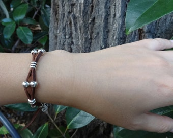 leather bracelet Aavatarae with silver plated beads and a symbol to choose: heart, clover, dragon or G key