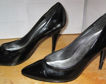 Fredericks of Hollywood BLACK VINYL High Heel Stilettos Shoes Size 7M Medium