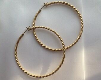 Vintage 90's gold tone hoop earrings
