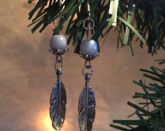 Charming feather dangly earrings