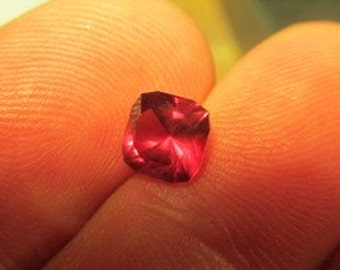 loose rhodolite garnet, 1.4 ct, 6.2 x 7.4 x 4.4mm