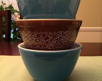 Pyrex Small Mixing Bowls