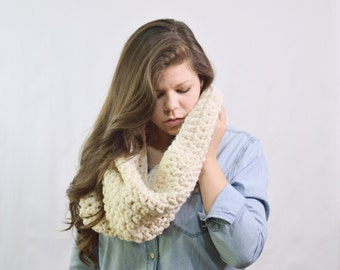 Chunky Scarf Infinity Cowl Shawl \ The Zivot \ in cream