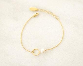 Tiny Karma and Pearl Bracelet - Geometric Round Charm Bracelet - Minimalist and Dainty Bracelet  -  Simple Bracelet