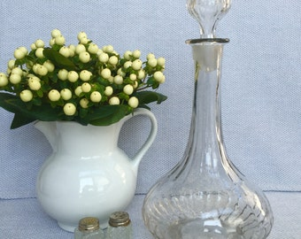 Elegant Glass Decanter with Stopper, Item No. 1431