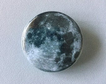 Full moon button / Lunar button / Full moon fridge magnet / Astronomy button / Full moon pin / Planet button / Planet pin