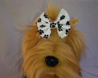 Black paw print dog hair bow