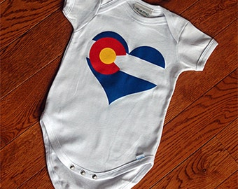 Love Colorado Baby Onesie Short Sleeves w/ Silkscreened Colorado Flag Heart - Perfect Baby Gift