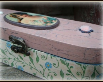 Vintage memory box, grandma's box, decoupage box, vintage box, jewelry box , unique gift, aniversation gift, wooden box, memory box