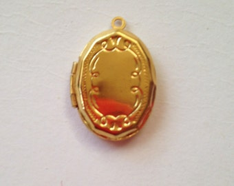 Gold plated petite locket with scroll engraved motif x 5 pieces