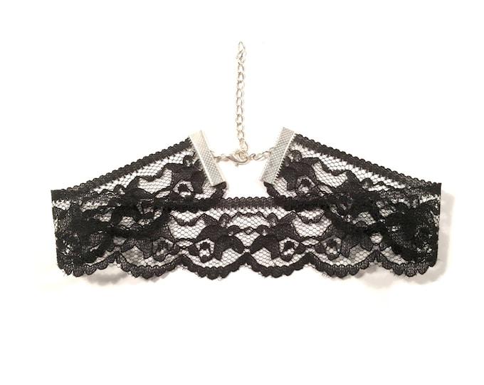 ELVIRA: black scalloped lace choker