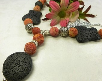 Long necklace with coral and lava