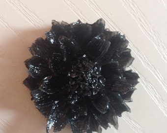 1940 1950 bakelite style black dahlia flower brooch repro by Lucite Itch