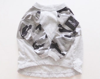 Dog clothes in camouflage/grey raglan style