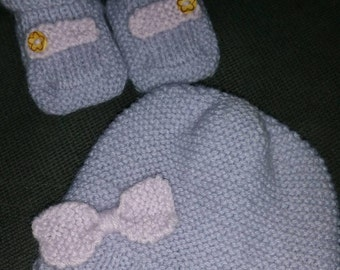 Nice knitted set! Hat and booties size 50/56