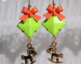 """Earrings """"horse"""", neon green orange, gold color, Large: 0,7 x 0,17 inch"""