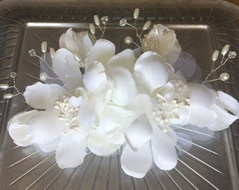 Silk Flower Hair Comb. Bridal Hair Comb. Wedding Hair Accessory.