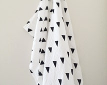 Triangle Muslin Wrap / Swaddle, Baby Blanket, Baby Swaddle, Black and White Cotton Wrap