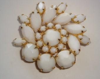 Lovely Vintate White Glass Flower Brooch