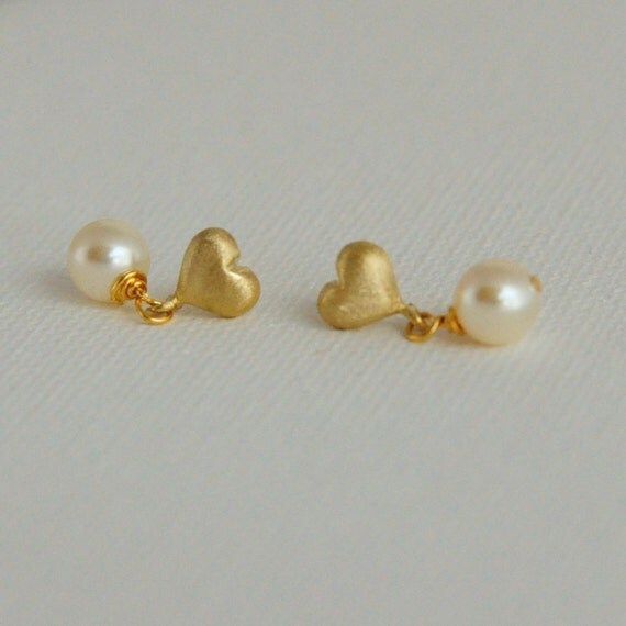 tiny gold stud earrings pearl post earrings